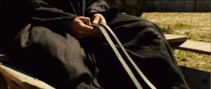 Mains de moine sur un chariot